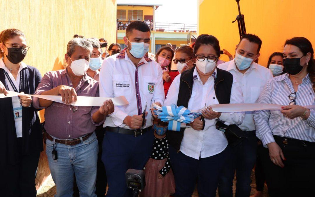 INAUGURAN PROYECTO DE MEJORAMIENTO EN INSTITUTO BÁSICO DEL MUNICIPIO DE LA UNIÓN, ZACAPA